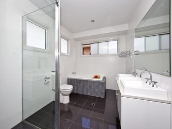 Modern bathroom design with twin basins using glass - Bathroom Photo 410690
