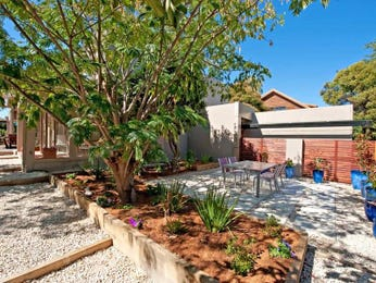 Landscaped garden design using pebbles with outdoor dining & outdoor furniture setting - Gardens photo 206645