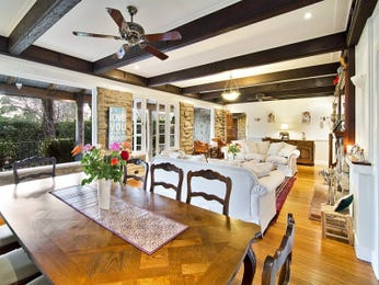 Classic dining room idea with timber & exposed eaves - Dining Room Photo 2224429