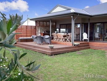 Outdoor living design with bbq area from a real Australian home - Outdoor Living photo 422236