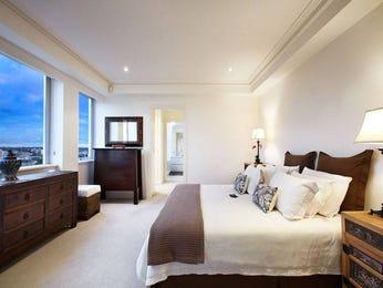Modern bedroom design idea with carpet & built-in wardrobe using beige colours - Bedroom photo 448085