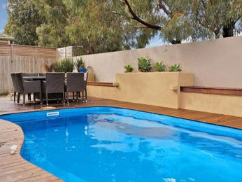 Freeform pool design using timber with decking & outdoor furniture setting - Pool photo 477151