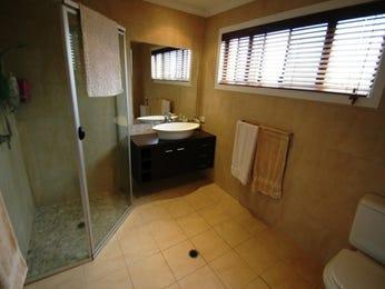 Classic bathroom design with corner bath using tiles - Bathroom Photo 412720