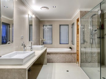 Classic bathroom design with corner bath using frameless glass - Bathroom Photo 212139