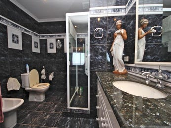 Marble in a bathroom design from an Australian home - Bathroom Photo 7004185