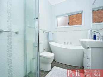 Ceramic in a bathroom design from an Australian home - Bathroom Photo 15079701