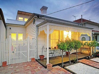 Weatherboard victorian house exterior with porch & decorative lighting - House Facade photo 480868