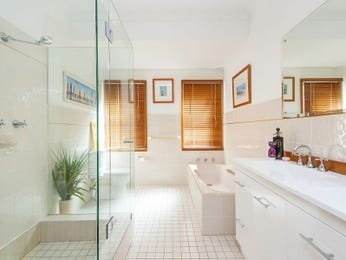 Frameless glass in a bathroom design from an Australian home - Bathroom Photo 17090269