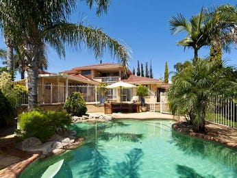Endless pool design using brick with decking & hedging - Pool photo 620812