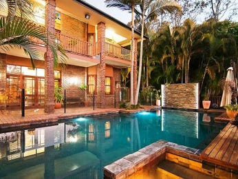 Landscaped pool design using bluestone with glass balustrade & ground lighting - Pool photo 263420