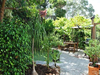 Tropical garden design using grass with bbq area & outdoor furniture setting - Gardens photo 884901