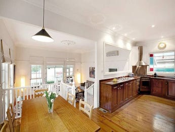 Classic kitchen-dining kitchen design using floorboards - Kitchen Photo 452793