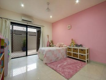 Classic bedroom design idea with carpet & bi-fold doors using pink colours - Bedroom photo 444350
