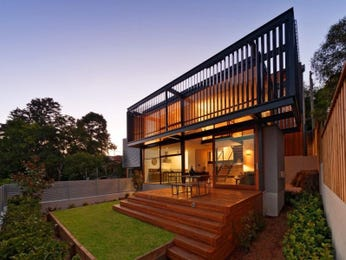 Multi-level outdoor living design with deck & hedging using grass - Outdoor Living Photo 919884