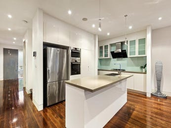 Frosted glass in a kitchen design from an Australian home - Kitchen Photo 17243609