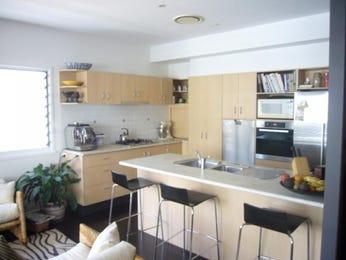 Modern l-shaped kitchen design using floorboards - Kitchen Photo 635045