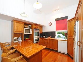 Retro l-shaped kitchen design using wood panelling - Kitchen Photo 444060