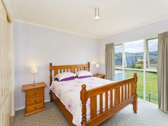 Classic bedroom design idea with carpet & bi-fold windows using neutral colours - Bedroom photo 644224
