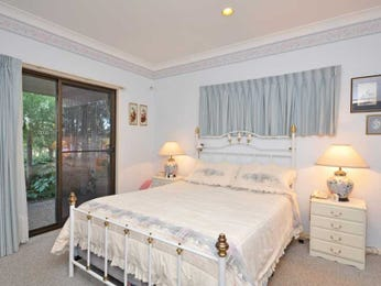Classic bedroom design idea with carpet & sliding doors using grey colours - Bedroom photo 1423714