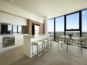 Modern dining room idea with glass & floor-to-ceiling windows - Dining Room Photo 7169957