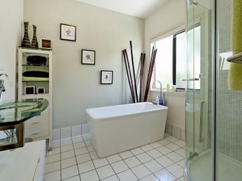 Country bathroom ideas in blue green red white and yellow - Red and yellow bathroom ideas ...