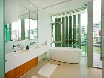 Modern bathroom design with freestanding bath using ceramic - Bathroom Photo 1462071