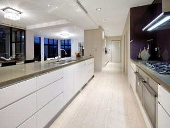 Modern galley kitchen designs with breakfast bar for Galley kitchen with breakfast bar