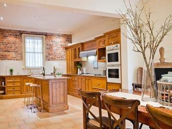 Modern kitchen-dining kitchen design using floorboards - Kitchen Photo 273145