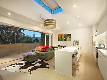 Ceiling skylight in a kitchen design from an Australian home - Kitchen Photo 8417929
