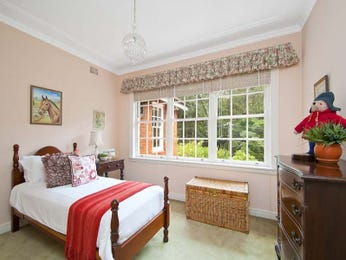 Classic bedroom design idea with glass & bi-fold doors using pink colours - Bedroom photo 1279033