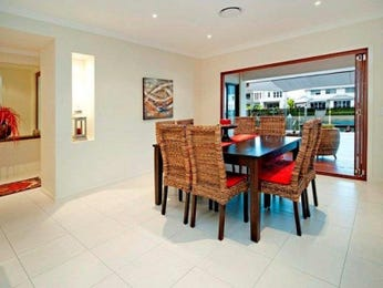 Casual dining room idea with glass & bi-fold doors - Dining Room Photo 467697