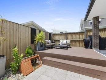 Outdoor living design with retaining wall from a real Australian home - Outdoor Living photo 16550825