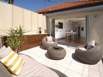 Outdoor living design with retaining wall from a real Australian home - Outdoor Living photo 7778133