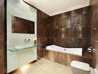 Classic bathroom design with corner bath using ceramic - Bathroom Photo 274964