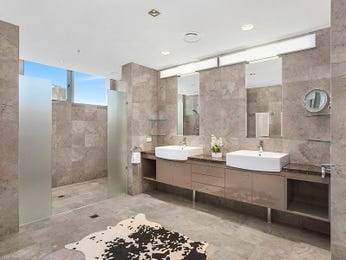 Modern bathroom design with twin basins using frameless glass - Bathroom Photo 15018161