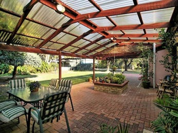 Landscaped garden design using brick with outdoor dining & outdoor furniture setting - Gardens photo 1417904