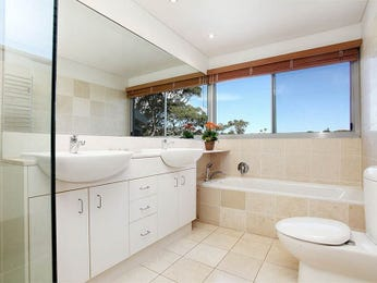 Frameless glass in a bathroom design from an Australian home - Bathroom Photo 15188341