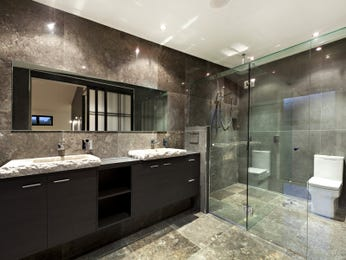 Modern bathroom design with built-in shelving using ceramic - Bathroom Photo 322401