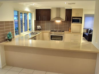 Modern l-shaped kitchen design using tiles - Kitchen Photo 829944