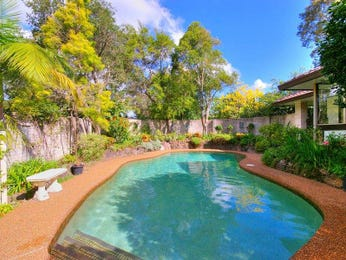 Freeform pool design using grass with retaining wall & outdoor furniture setting - Pool photo 1210230
