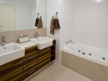Classic bathroom design with recessed bath using ceramic - Bathroom Photo 1468468