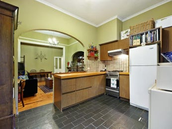 Classic open plan kitchen design using hardwood - Kitchen Photo 1218112
