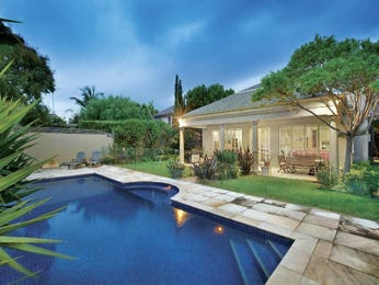 Landscaped pool design using grass with bbq area & decorative lighting - Pool photo 623659