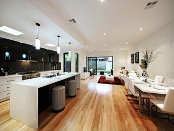 Classic island kitchen design using floorboards - Kitchen Photo 644747