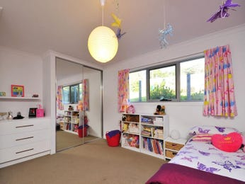 Children's room bedroom design idea with carpet & built-in wardrobe using white colours - Bedroom photo 1525964