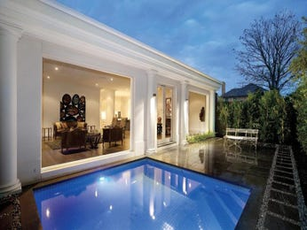 Geometric pool design using bluestone with pool fence & decorative lighting - Pool photo 326944