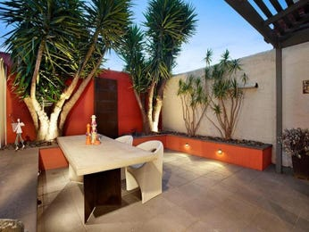Enclosed outdoor living design with outdoor dining & outdoor furniture setting using stone - Outdoor Living Photo 1055676
