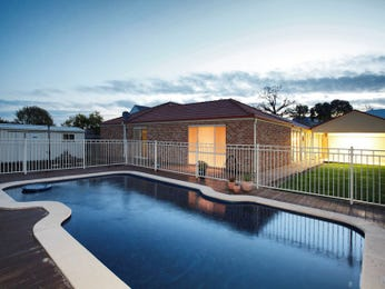 Freeform pool design using brick with decking & decorative lighting - Pool photo 1301408
