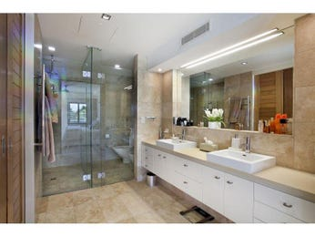 Modern bathroom design with twin basins using chrome - Bathroom Photo 1489089