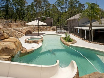 In-ground pool design using natural stone with pool fence & hedging - Pool photo 683427